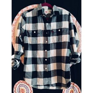 • levi's black & white flannel •